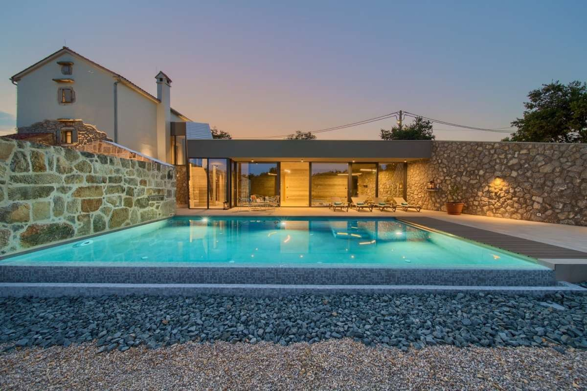 Advantages of Renting a Villa via a Specialized Travel Agency