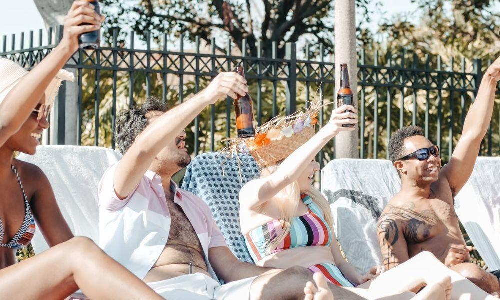 Tipps für die Planung einer Gruppenreise in ein Ferienhaus mit Pool